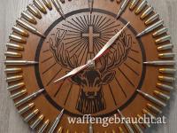 Uhr mit eingravierten Motiv