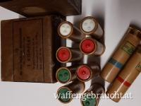 Leuchtmunition gemischt, Fallschirmpatronen Kaliber 4